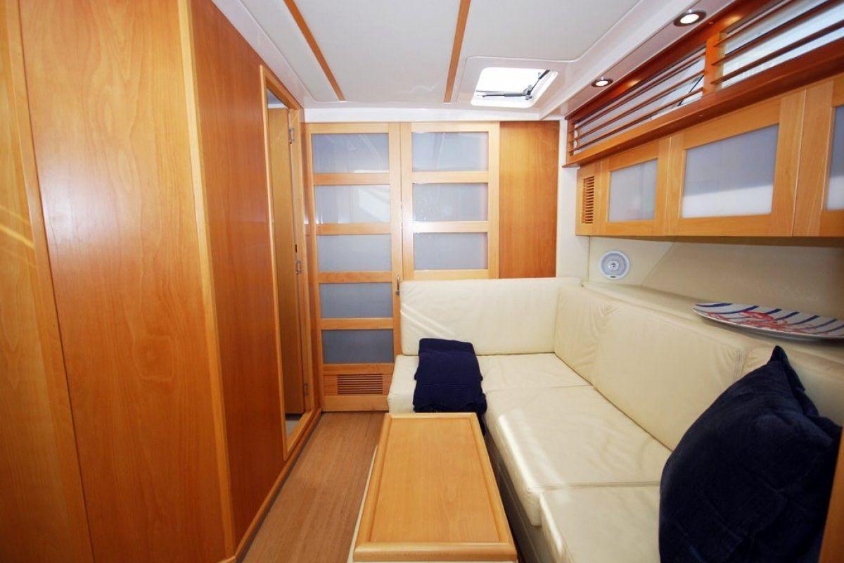 Riviera M400 Sports Cruiser 0 03
