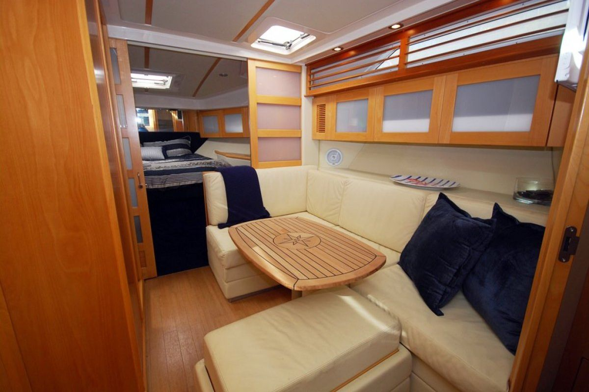 Riviera M400 Sports Cruiser 0 02