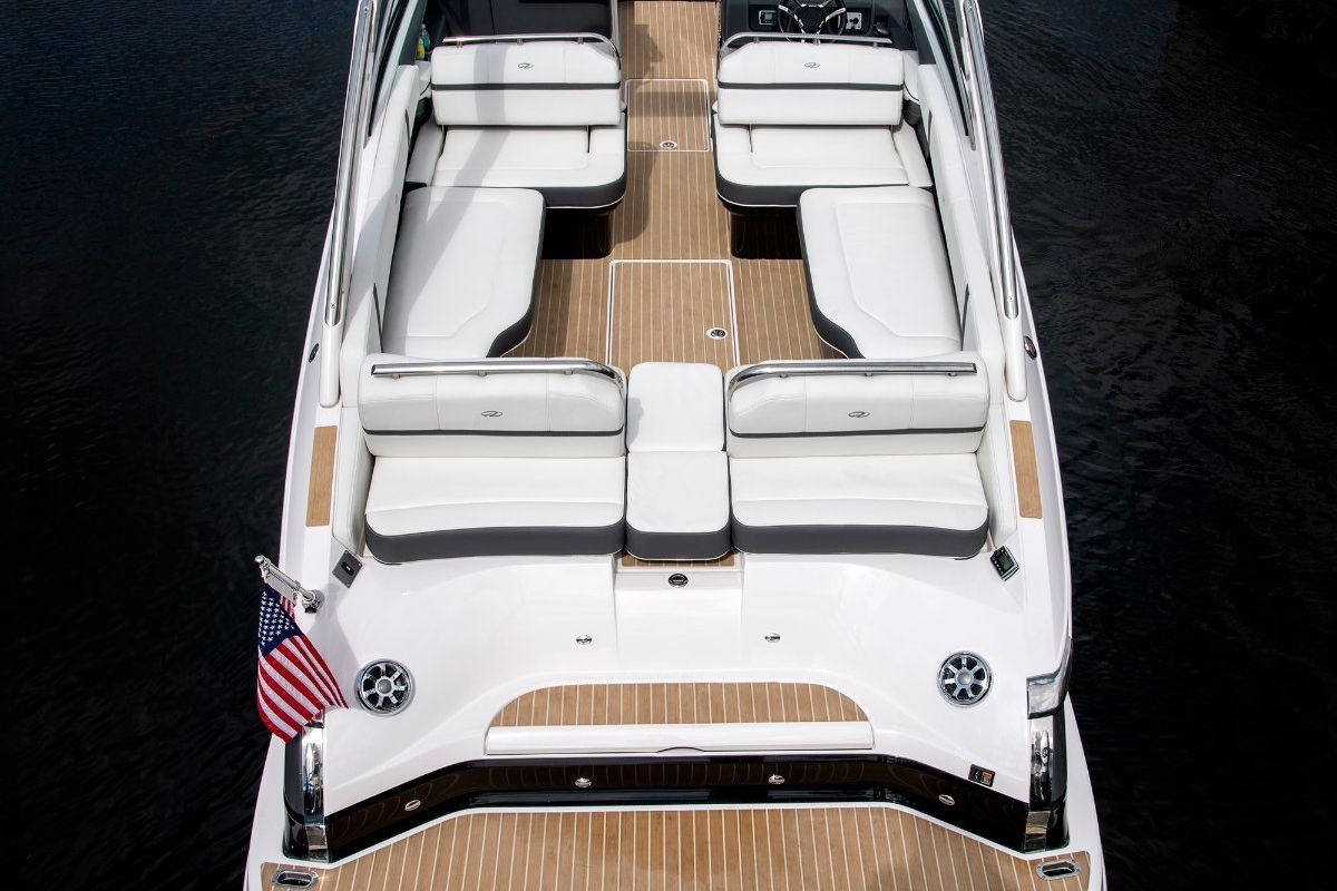 Regal 2800 Bowrider 0 08