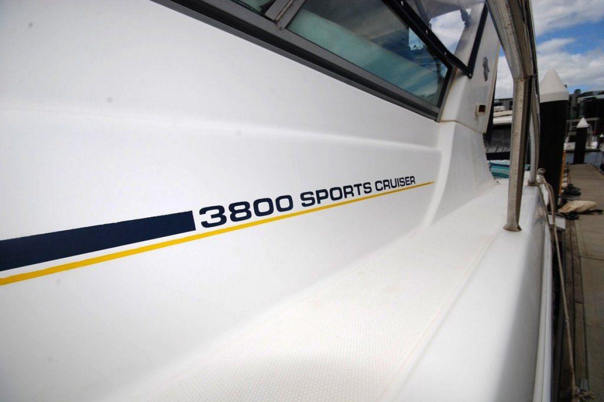 Mustang 3800 Sportcruiser 0 18