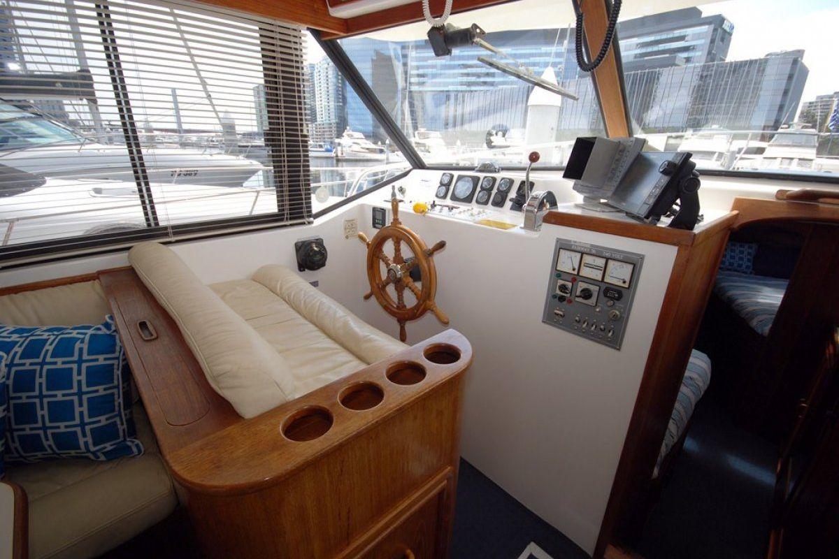 Fairway 36 Flybridge Cruiser 0 06
