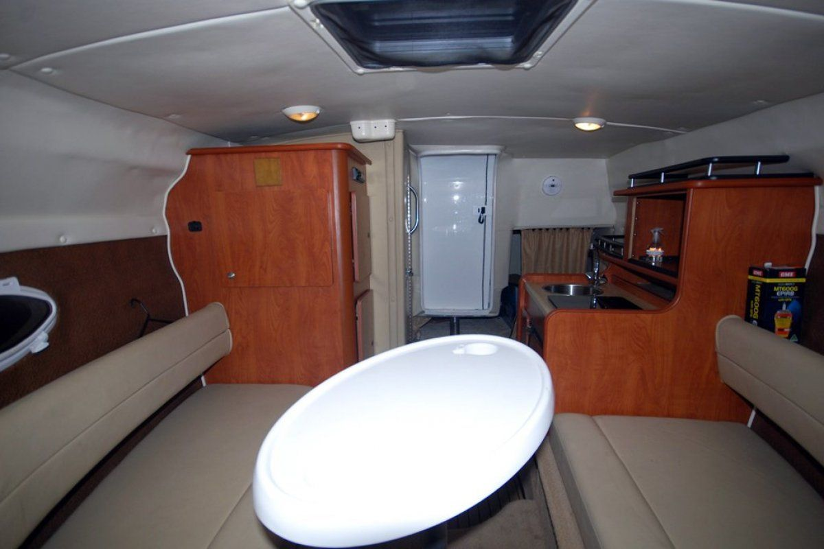 Rinker 250 Express Cruiser 0 05