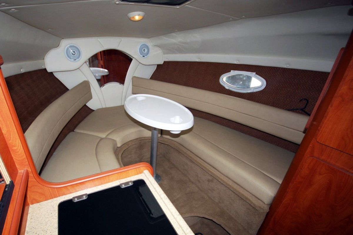 Rinker 250 Express Cruiser 0 04