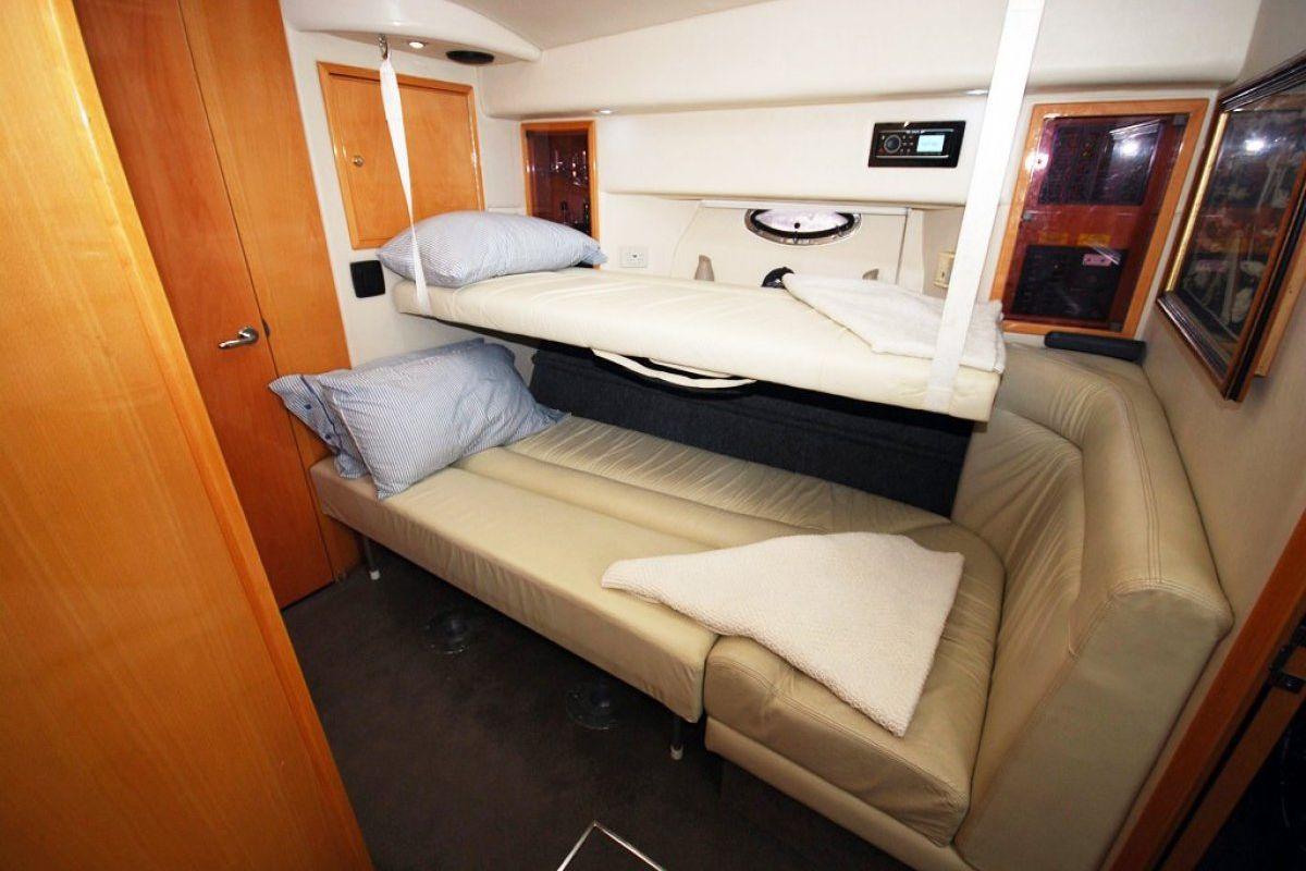 Riviera M370 Sports Cruiser 0 09