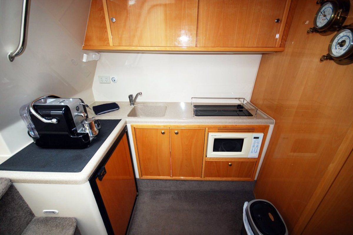 Riviera M370 Sports Cruiser 0 06