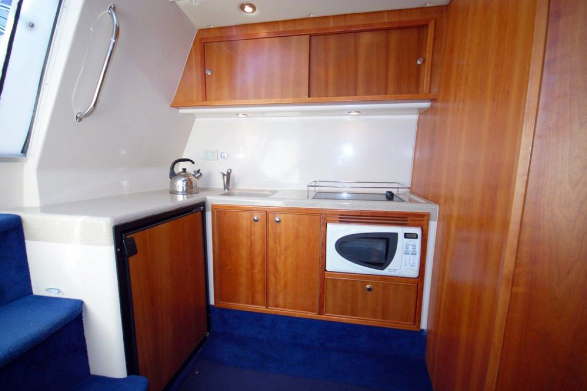 Riviera M370 Sports Cruiser 2005 08