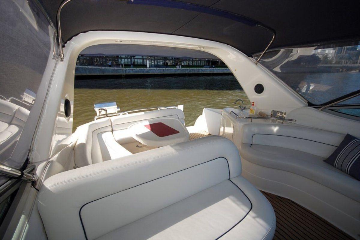 Riviera M370 Sports Cruiser 2005 14