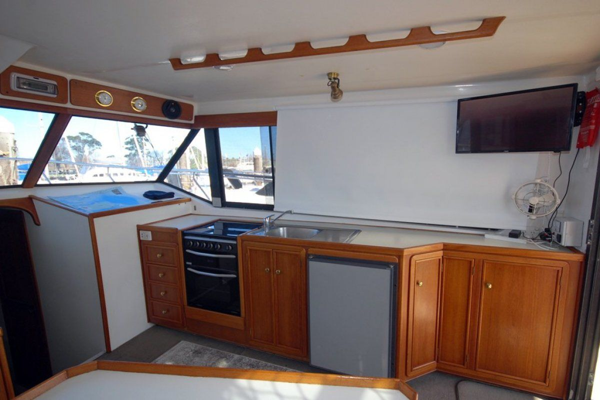Fairway 36 Flybridge Cruiser 0 04