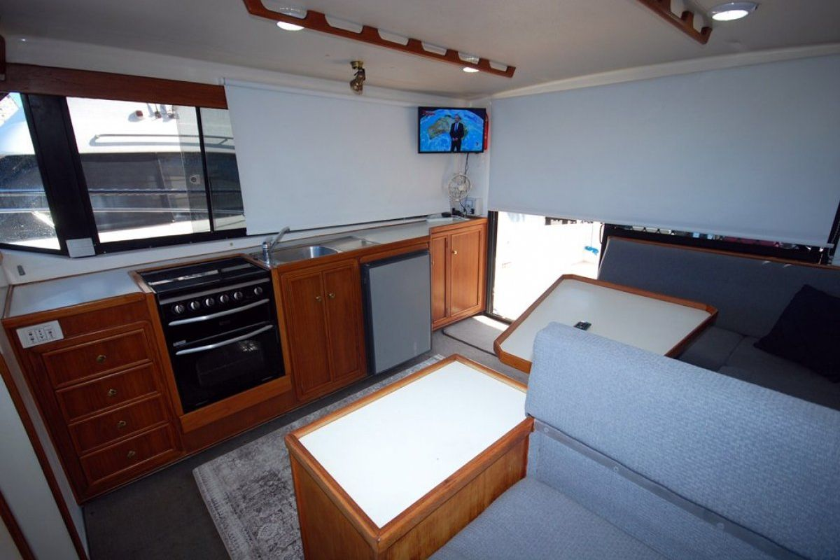 Fairway 36 Flybridge Cruiser 0 06
