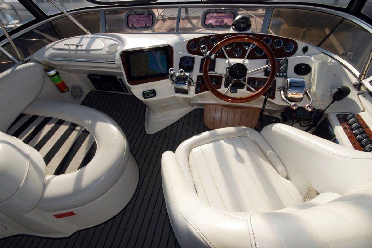 Meridian 341 Sedan 0 19