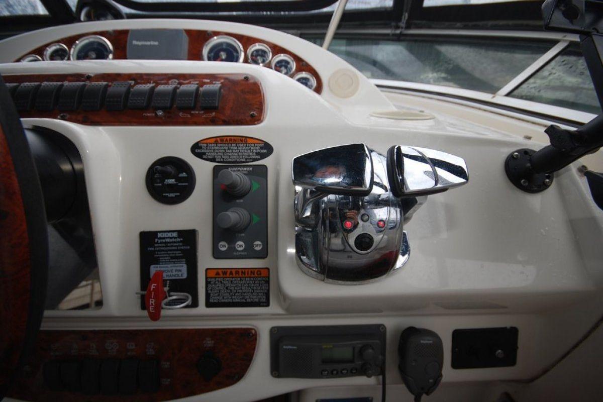 Meridian 411 Sedan 0 17