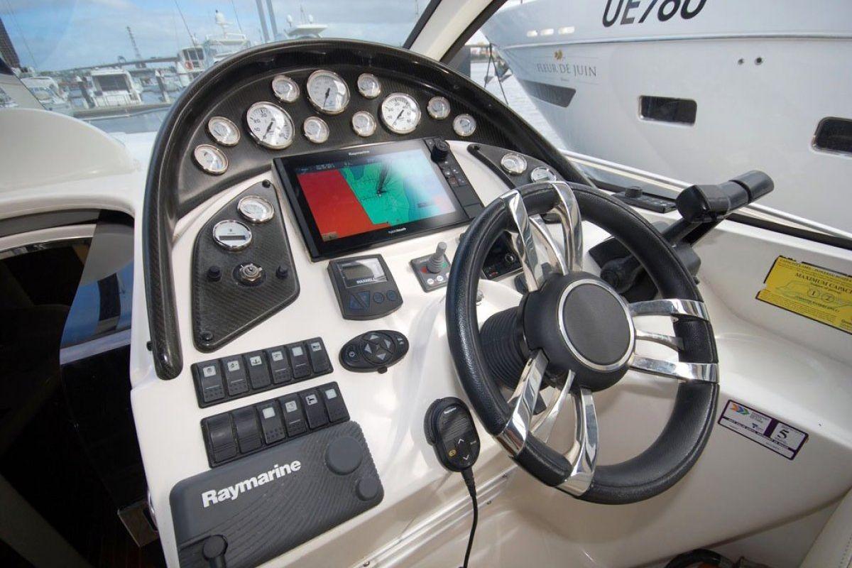 Mustang 3500 Sportscruiser 2005 13