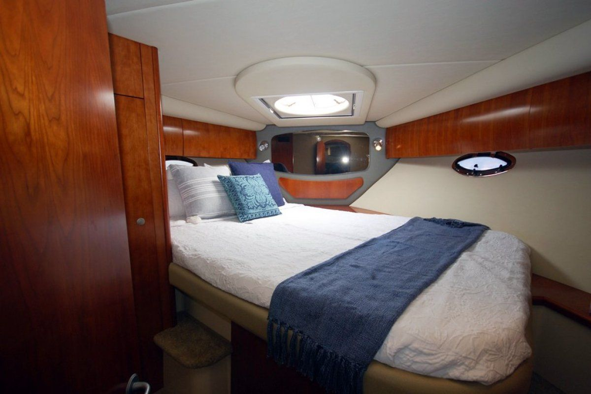 Cruisers Yachts 390 Express Coupe 0 06