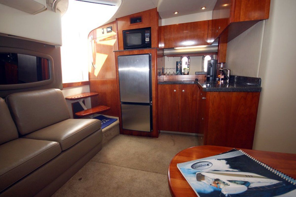 Cruisers Yachts 390 Express Coupe 0 04