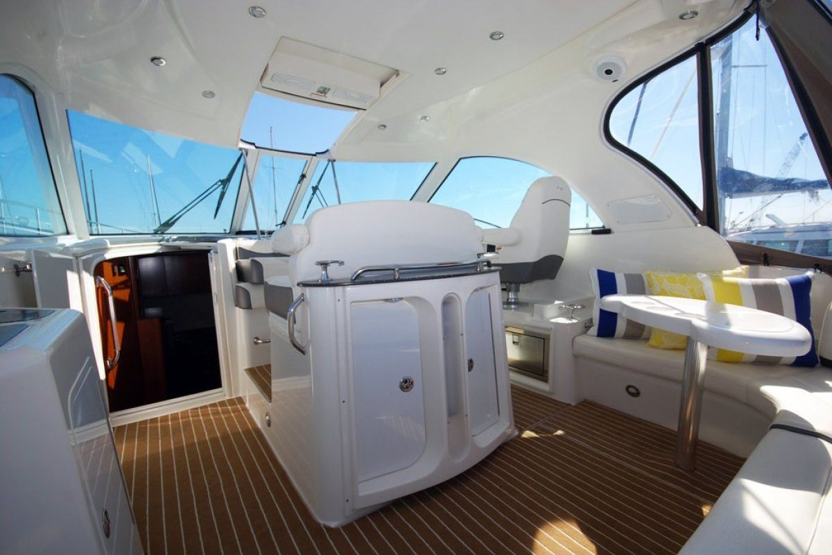 Cruisers Yachts 390 Express Coupe 0 10