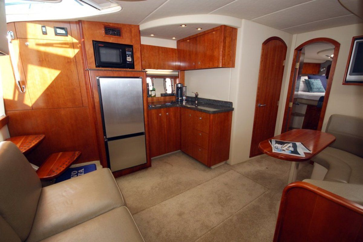 Cruisers Yachts 390 Express Coupe 0 02