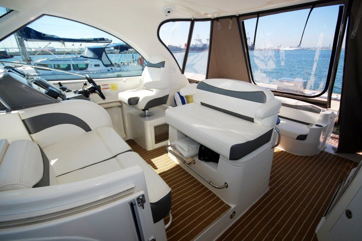 Cruisers Yachts 390 Express Coupe 0 12