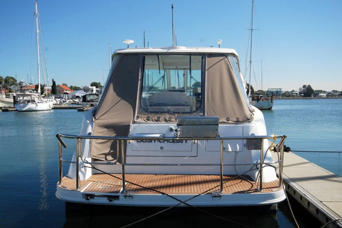 Cruisers Yachts 390 Express Coupe 2007 14