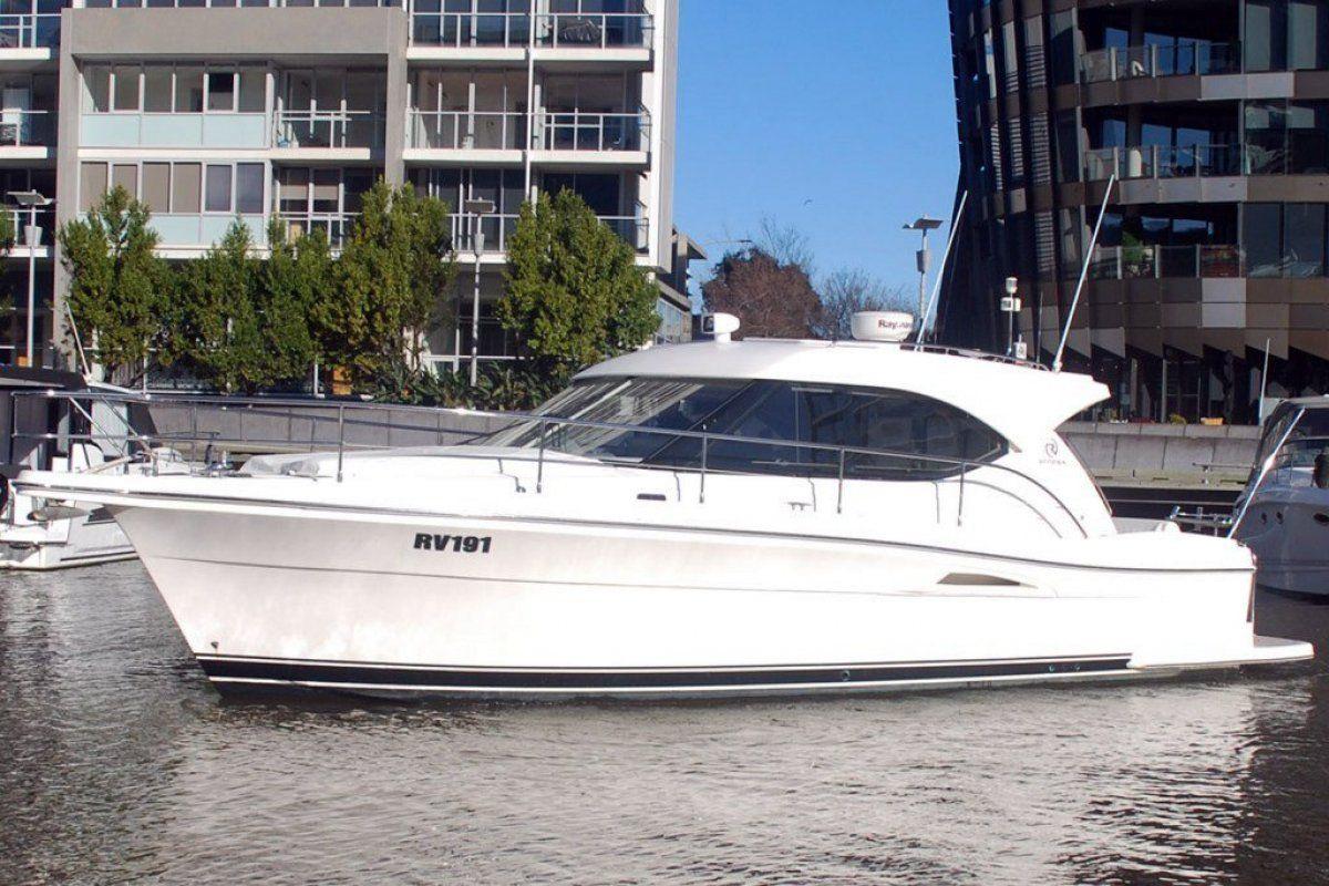 Riviera 3600 Sport Yacht 0 02