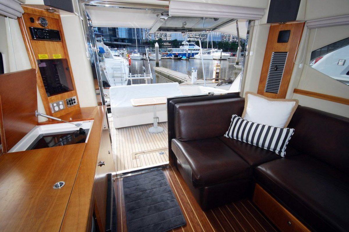Riviera 3600 Sport Yacht 0 06