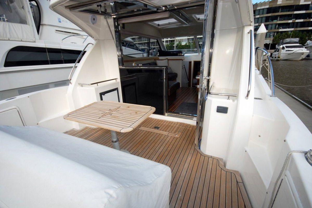 Riviera 3600 Sport Yacht 2007 14