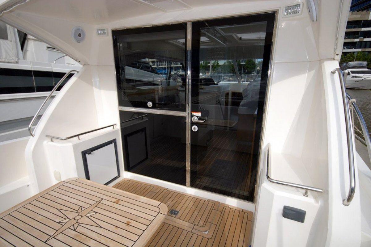 Riviera 3600 Sport Yacht 2007 16