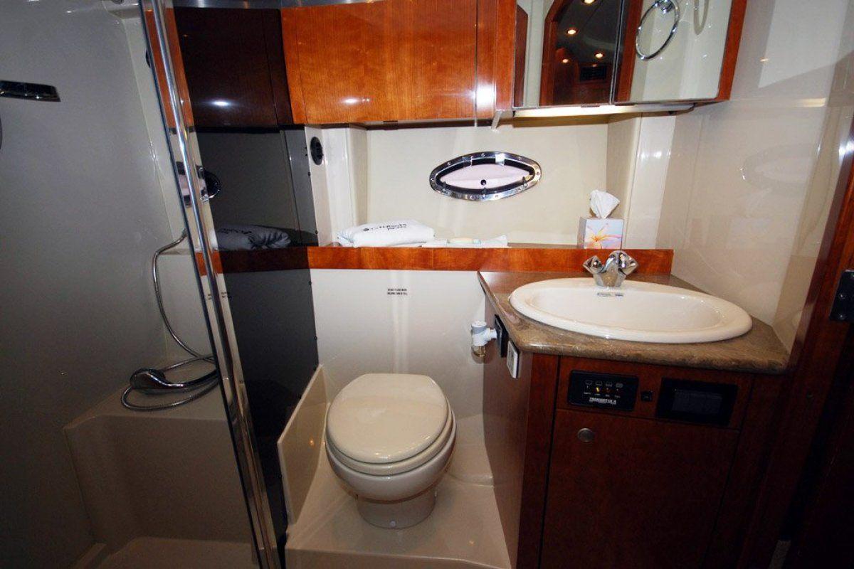 Cruisers Yachts 420 Express 0 08