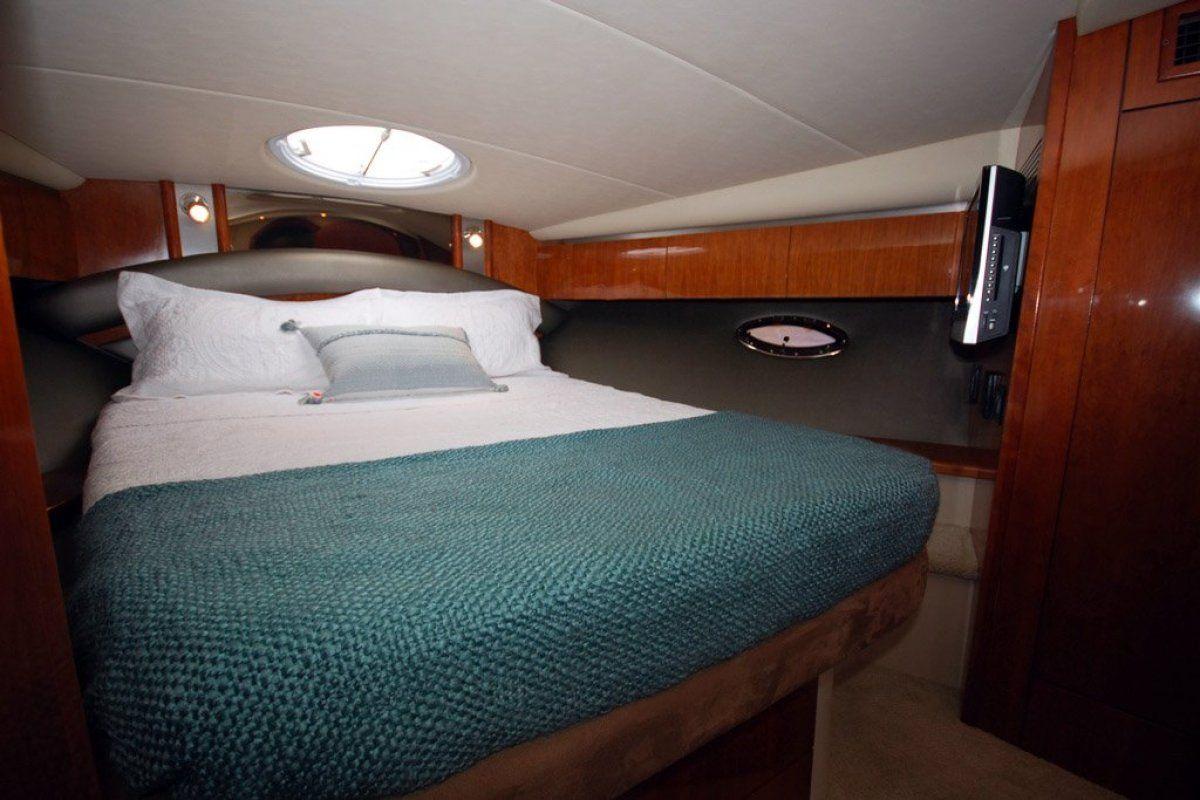 Cruisers Yachts 420 Express 0 06