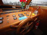 Mustang 3800 Flybridge Cruiser 0 06