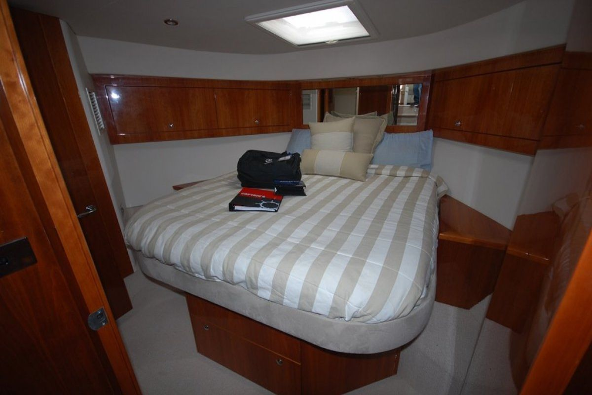 Riviera 5000 Sport Yacht 0 03