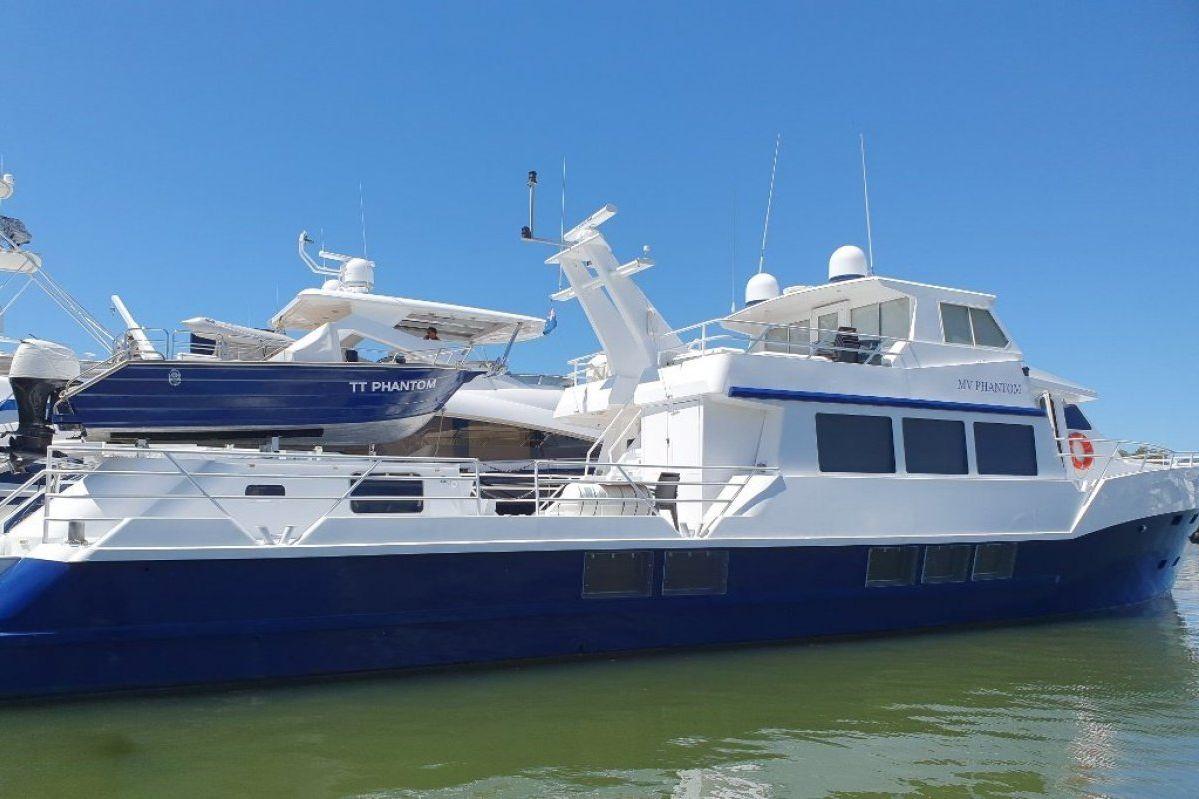 Expedition Long Range Motor Yacht 0 03