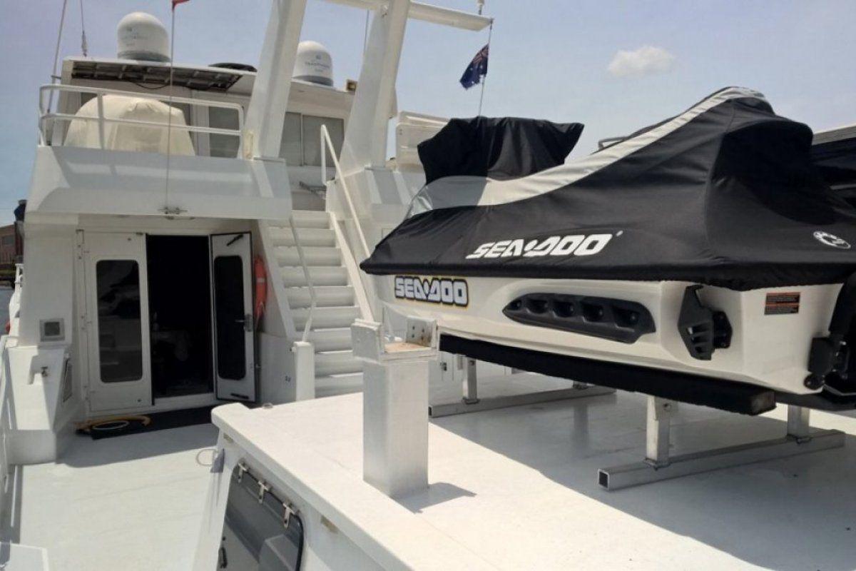 Expedition Long Range Motor Yacht 0 10