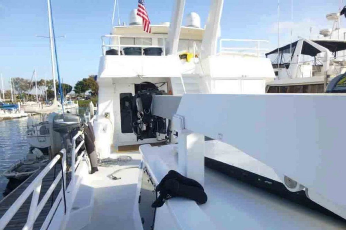 Expedition Long Range Motor Yacht 0 09
