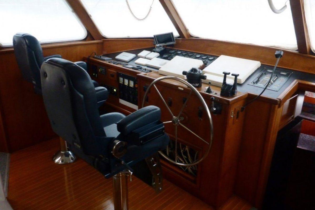 Expedition Long Range Motor Yacht 0 14