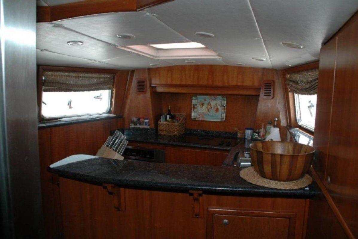 Expedition Long Range Motor Yacht 0 19
