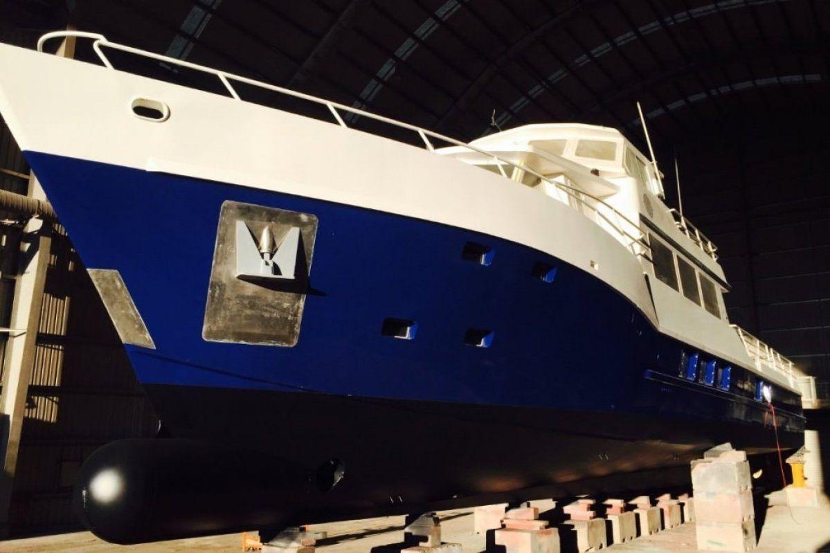 Expedition Long Range Motor Yacht 0 06