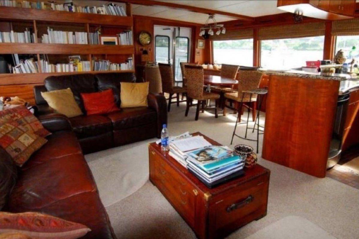 Expedition Long Range Motor Yacht 0 18