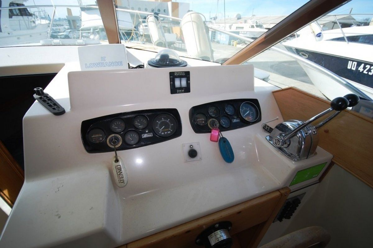 Riviera 27 Flybridge 0 08