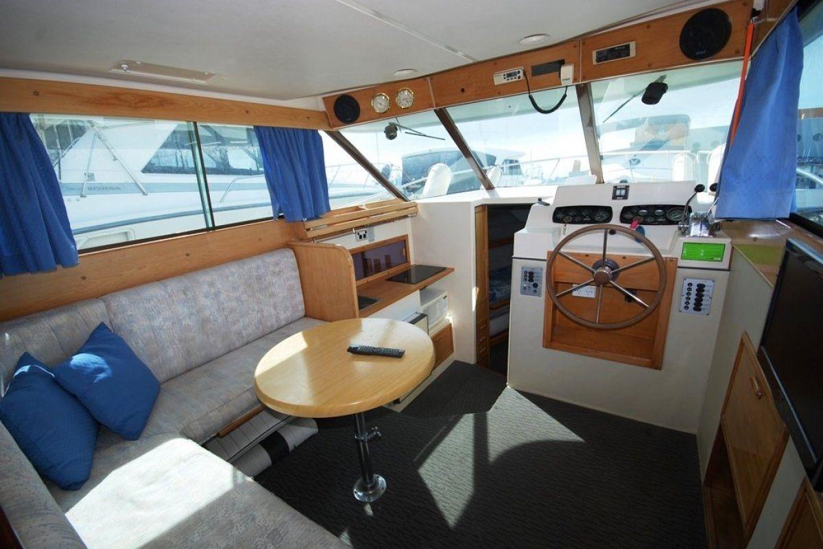 Riviera 27 Flybridge 0 01