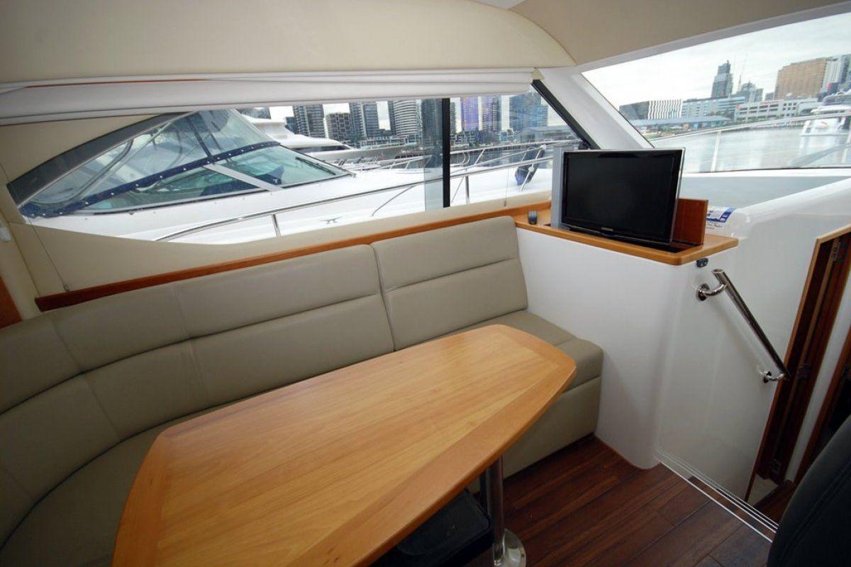 Riviera 3600 Sport Yacht 0 08