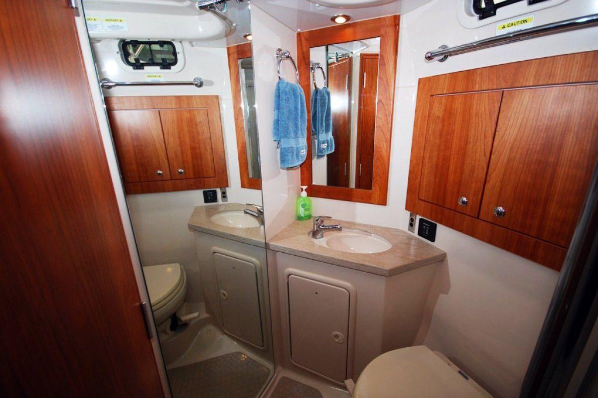 Riviera 3600 Sport Yacht 0 11