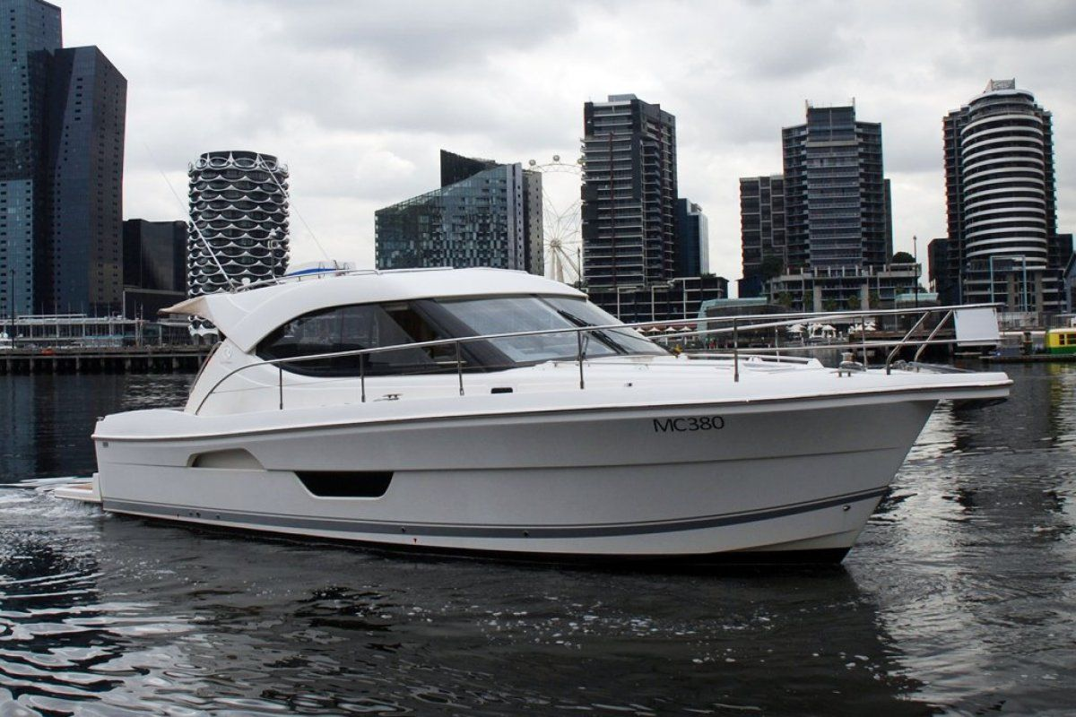 Riviera 3600 Sport Yacht 0 01